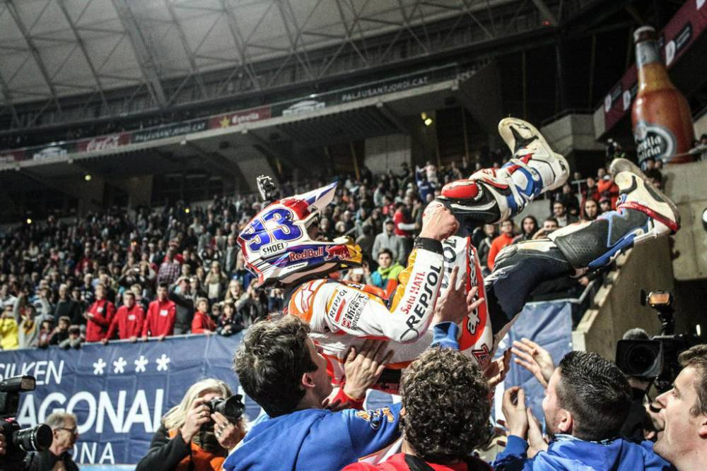 marc-marquez-dirt-track-red-bull-2_0.jpg