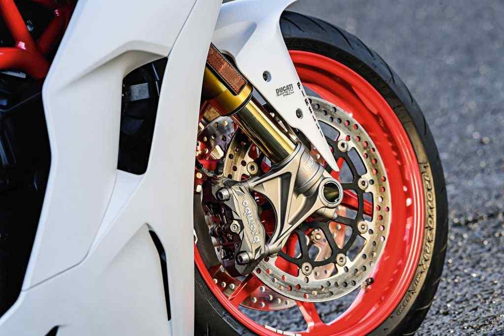 ducati_supersport_s-6.jpg