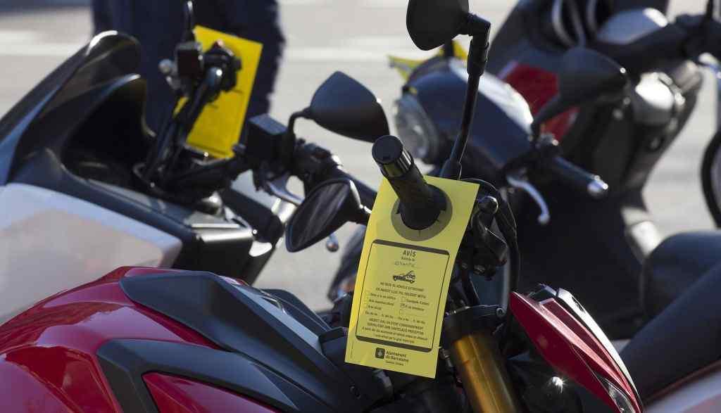 aparcar moto acera barcelona