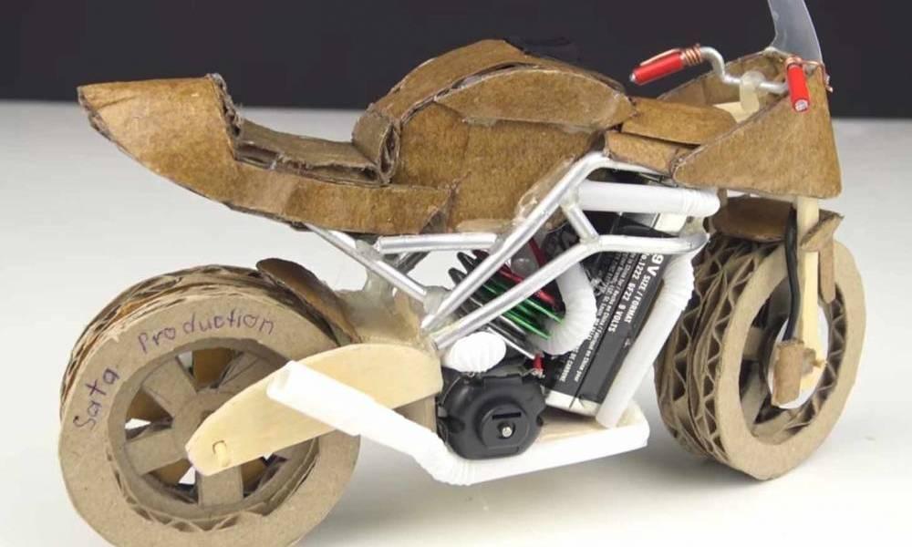 moto de cartón
