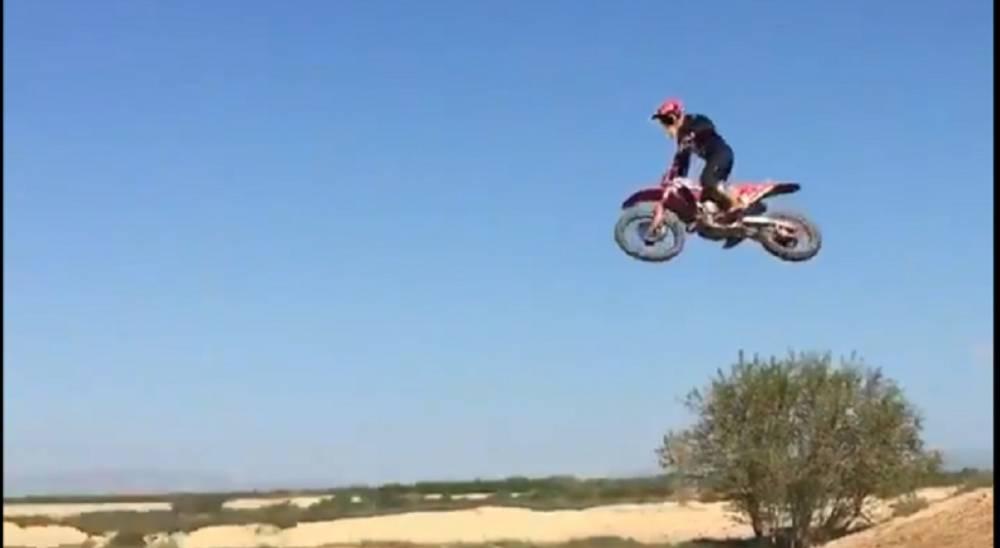 Marc marquez salto cross