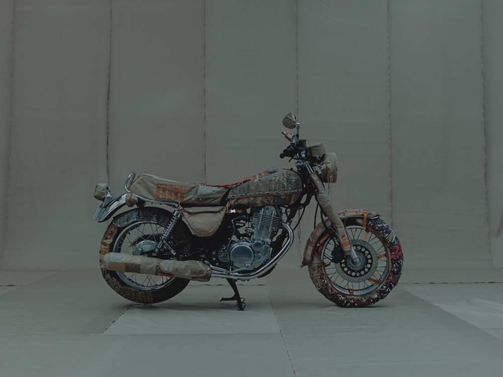 moto-yamaha-vestida