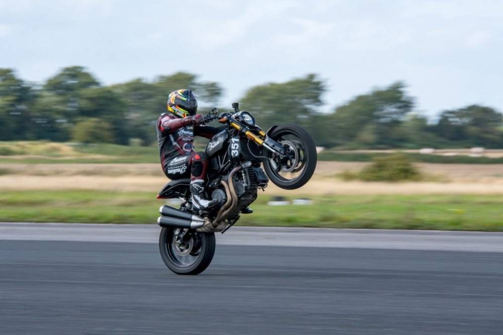 FastetsWheelie-Indian-FTR1200S_6