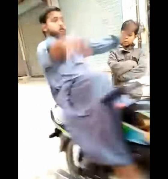 vídeo zancadilla motera