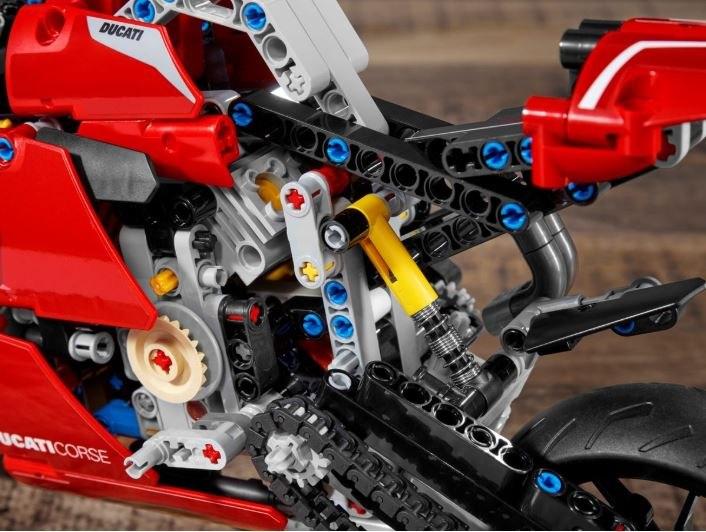 Ducati-PanigaleV4R-Lego_1