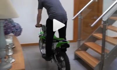 Jonathan Rea moto en casa
