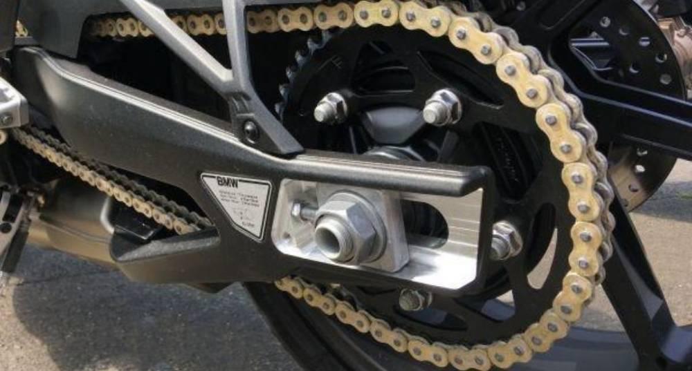 cadena moto BMW sin mantenimiento