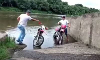 moto al agua video